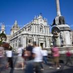 img_3860-catania-turisti-a-piazza-duomo