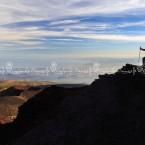 img_5604-etna-escursionista-guarda-sui-monti-silvestri-e-il-golfo-di-catania