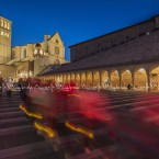 img_8022-basilica-di-san-francesco-d'assisi-processione-di-fedeli